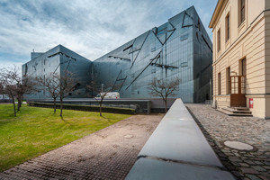 <strong>Guart Museum<span><b>in</b>Public</span></strong><i>→</i>